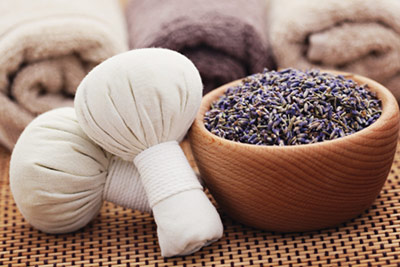 Massage+is+one+of+the+most+beneficial+ways+of+using+lavender.